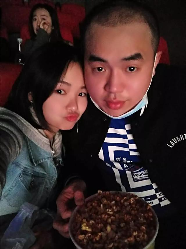 皇冠现金学员鲁新宇,在汇众完成了从流水线工人到影视后期合成师的蜕变,并在汇众找到了自己的爱情.jpg