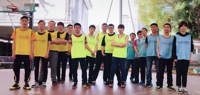 皇冠现金上海徐汇游戏校区学员精彩日常之篮球大战即将上演.jpg