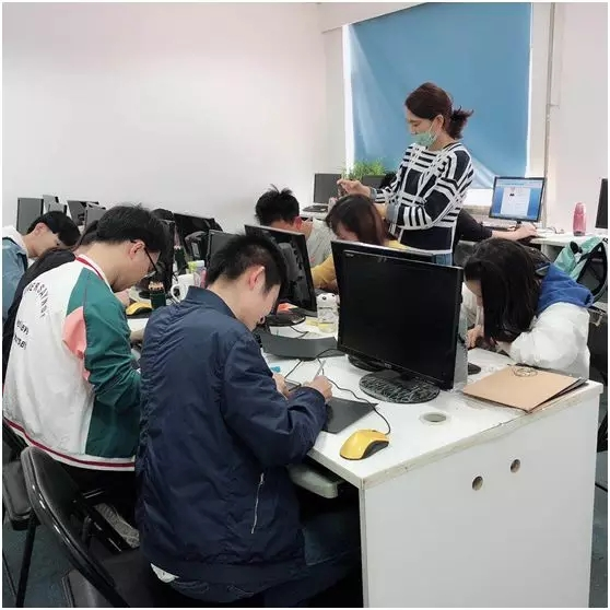 皇冠现金北三环校区UI班学员各自写下毕业感言.jpg