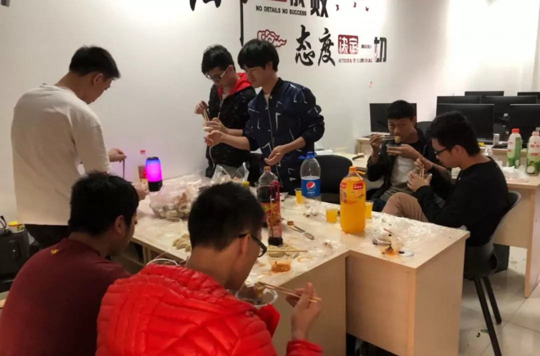 汇众教育广州校区65班师生一起包饺子迎新年6.jpg