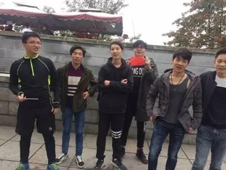 汇众长沙校区爬山吃鸡日记 (7).jpg
