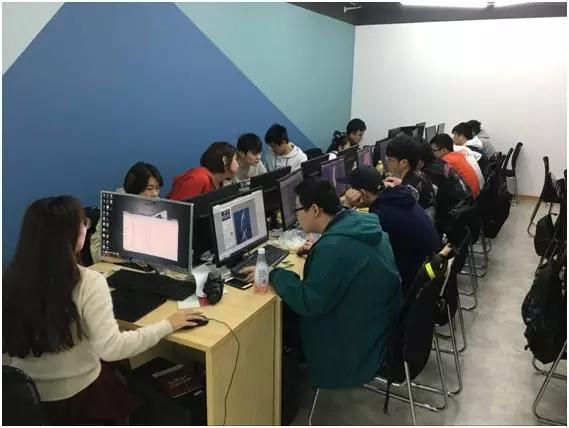 汇众教育上海普陀游戏校区课堂环境.jpg