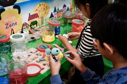 儿童在首尔动漫中心制作动漫模型.jpg