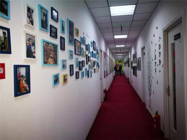 汇众教育北三环校区走廊.jpg