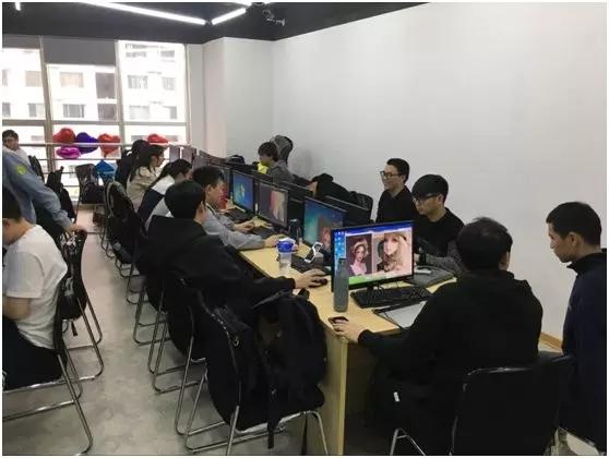 汇众教育上海普陀游戏校区练习室.jpg