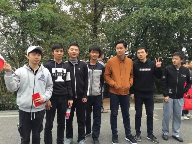 汇众长沙校区爬山吃鸡日记 (11).jpg