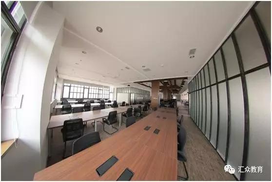 汇众教育学员参观特效工厂VHQ的工作环境.jpg