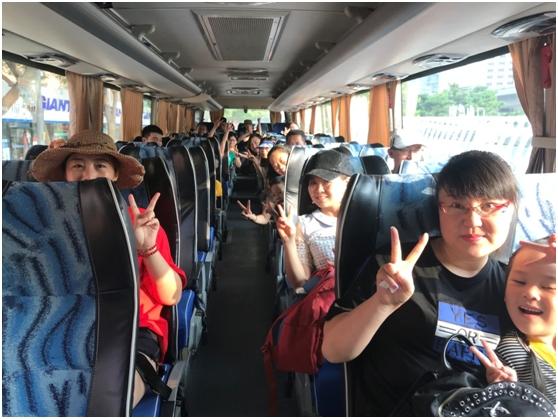 汇众教育集团2018亲子游活动 出发.jpg